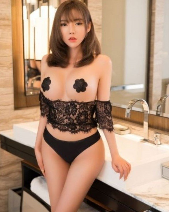 Puchong Escort | Gorgeous Looking With Wet And Sultry Lips